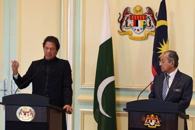 PM Imran vows to follow Malaysian model to transform Pakistan